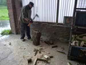 ... und siehe da, der Holzhaufen...